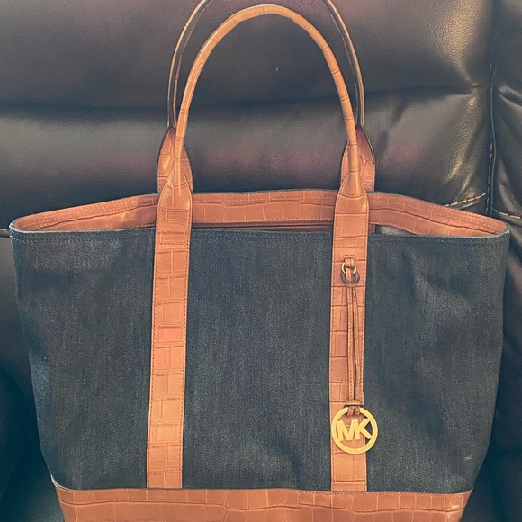 Gently used Micheal Kors tote